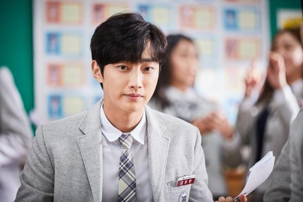 jinyoung-b1a4-gunakan-make-up-senilai-rp1-8-miliar-dalam-film-inside-me-RKeuoHF7ut
